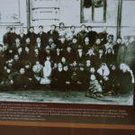 (KZ) Нәзір Төреқұлов әріптестерімен 1920 жыл. Ташкент («Әзірет Сұлтан» мемлекеттік тарихи-мәдени қорық мұражайы қорынан, Түркістан қ.)