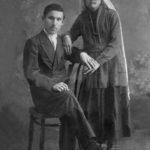 (KZ) Қошке Кемеңгерұлы бірінші жұбайы Зура Мұхаметжанқызымен. Қызылжар, 1922 ж. (Қошке Кемеңгерұлының шөбересі Қайырбек Кемеңгердің жеке мұрағатынан алынған)
